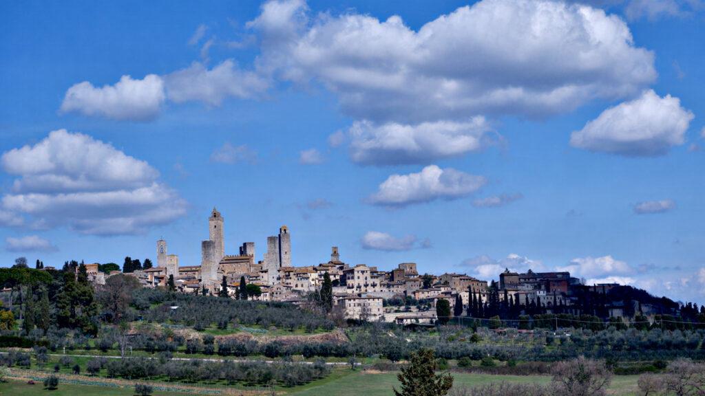 San Gimignano in lontananza