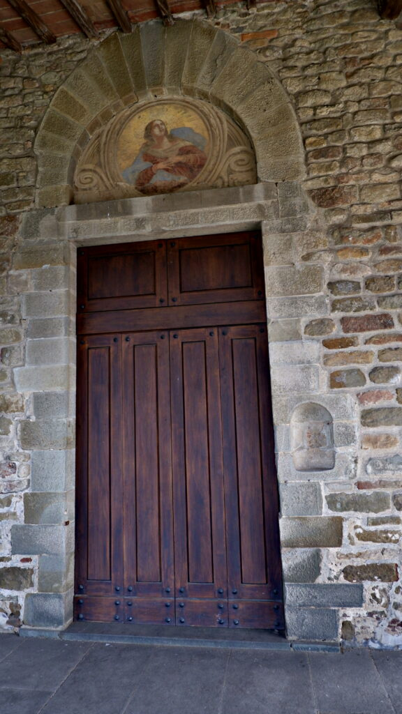 La porta della Pieve di San Leonardo