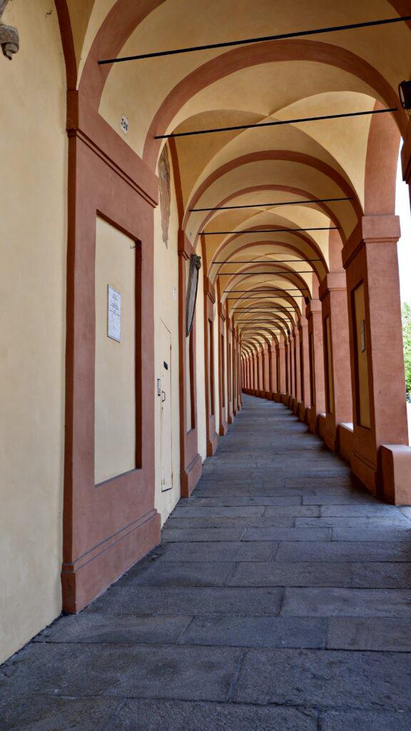 666 archi. Porticato a Bologna